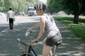 Caschi per bicicletta in carta riciclata per un bike sharing più sicuro