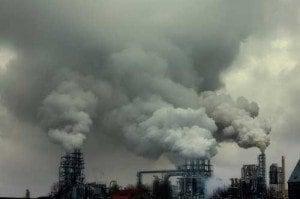 Nubi inquinanti prodotte da una fabbrica